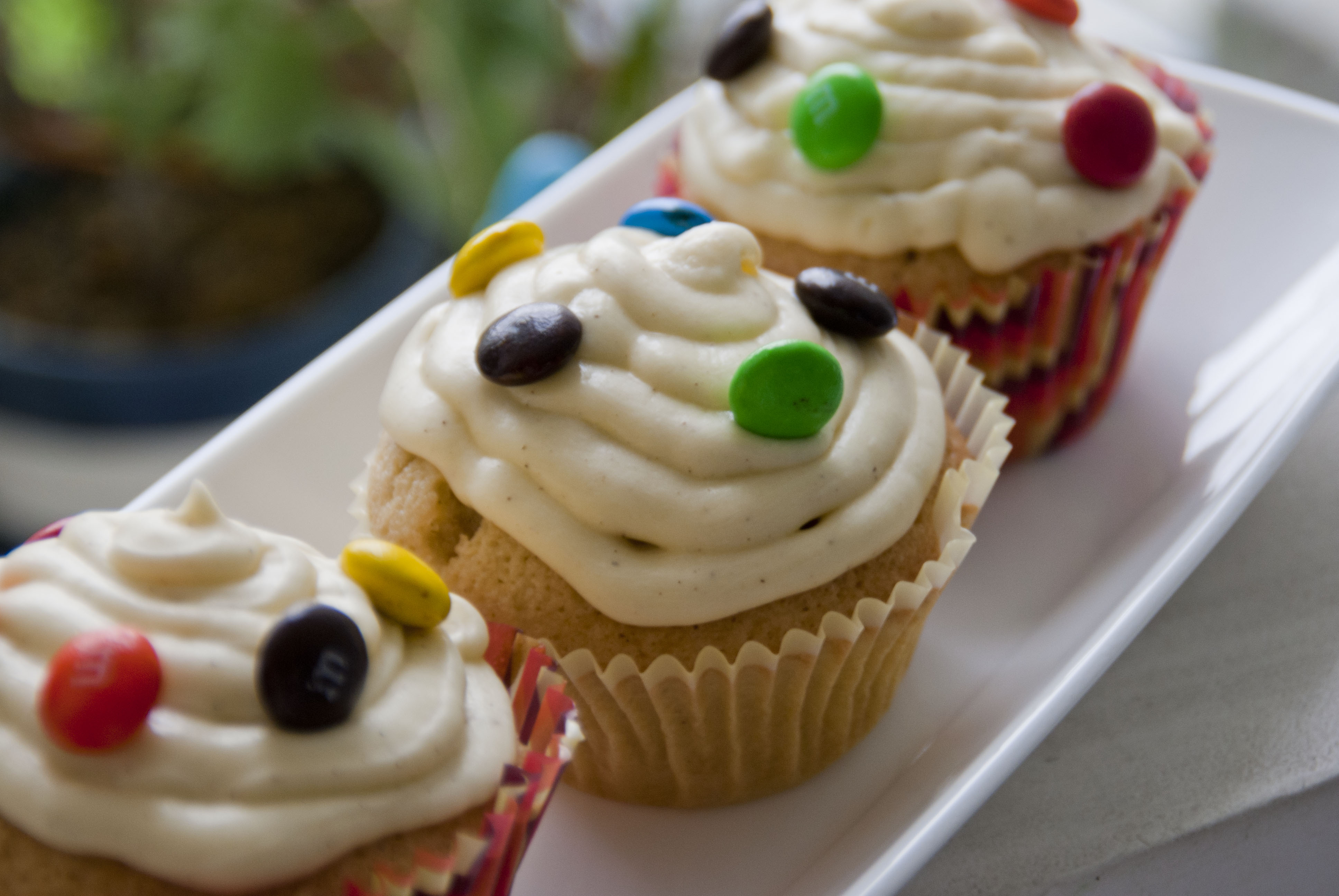 Recipe: Gingerbread Cupcakes with Cinnamon Cream Cheese Frosting ...